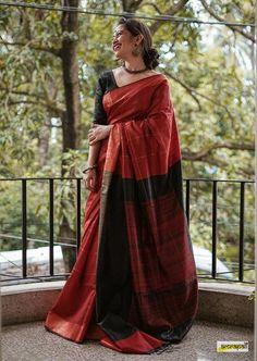 Indian Photoshoot, Saree Photoshoot, Cotton Saree Designs, Saree Blouse Designs, Bengali Saree, Indian Sarees, Bollywood Saree, Saree Poses, Modern Saree