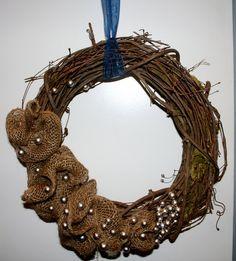 Burlap Grapevine Wreath with Flowers | Grapevine wreath with burlap flowers and pearly details