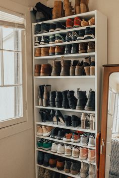 38 Best Simple DIY Shoe Racks You'll Want To Make - Zimmereinrichtung Closet Shoe Storage, Diy Shoe Rack, Bedroom Storage, Closet Organization, Shoe Racks, Organization Ideas, Small Shoe Rack, California Closets, How To Store Shoes