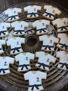 空手着アイシングクッキー Rugby, Icing, Cookies, Holiday Decor, Crack Crackers, Cookie Recipes, Biscotti, Fortune Cookie, Cakes