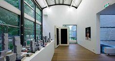 Job Koelewijn, Ongoing Reading Project (2006-2010) en Zonder titel (1999). © Gert Jan van Rooij, Museum De Paviljoens
