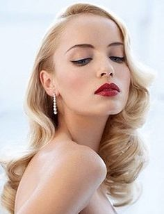 Elegant log retro hair + gorgeous classic make-up! <3