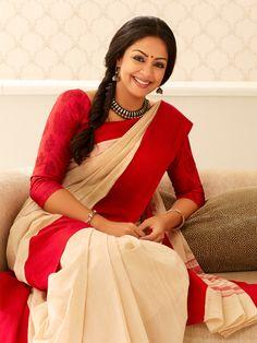 Jyothika in a beautiful cotton saree Indian Blouse, Indian Ethnic Wear, Indian Sarees, Kerala Saree, Indian Dresses, Indian Outfits, Indische Sarees, Indian Photoshoot, Formal Saree