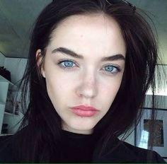 I want her hair color😍 Blue Eyes Aesthetic, Aesthetic Girl, Black Hair Pale Skin, Dark Hair, Joanna Kuchta, Elizabeth Jane Bishop, Yennefer Of Vengerberg, Girls With Black Hair, Black Hair Blue Eyes Girl