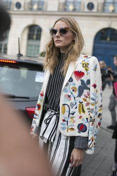 Fashionistas investem em modelos estampados e/ou bordados que são puro desejo para a maratona de desfile da semana de alta-costura