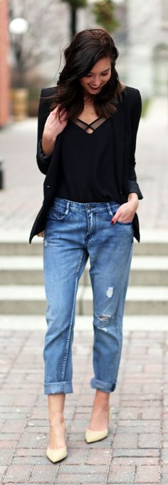 Affordable gold heels for the holidays?? These Nina Shoes are perfect to style with boyfriend jeans, a fitted blazer and some red lipstick. By fashion blogger Marie's Bazaar