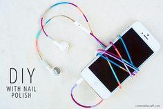 Fones de ouvido com fios coloridos