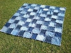 ooo backed with fleece could be my sofa blankie for winter - denim blanket back with flannel good way to use old jeans :) Jean Crafts, Denim Crafts, Blue Jean Quilts, Denim Quilts, Denim Patchwork, Quilting Projects, Sewing Projects, Denim Ideas, Recycled Denim