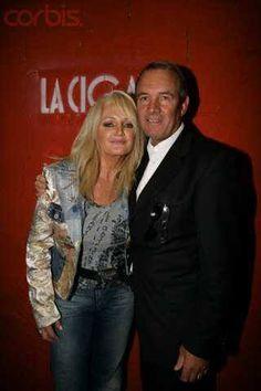Bonnie Tyler & Robert Sullivan #bonnietyler #gaynorsullivan #gaynorhopkins #robertsullivan #thequeenbonnietyler #therockingqueen #rockingqueen #2005 #lacigale #bonnietylerfrance #love
