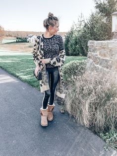 My Favorite Fall and Winter Tops to Wear with Leggings - Instinctively en Vogue