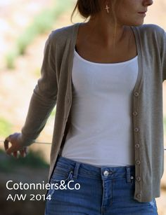 Domingos de relax: camiseta blanca, jeans y beige... Otoño