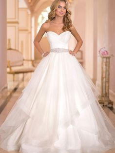 A-Line/Princess Sweetheart Sleeveless Satin Court Train Ruched Wedding Dresses