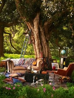 bohemian backyard gathering - so casual and relaxing under the trees...