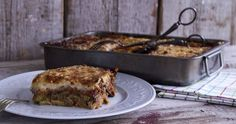 Moussaka by Greek chef Akis Petretzikis. One of the best Greek dishes ever, made with layers of ground meat, eggplant, zucchini, potatoes and bechamel sauce! Clean Eating Menu, Moussaka Recipe, Bechamel Sauce, Greek Dishes, Greek Recipes, Baking Pans, Food Dishes, The Best, Dinner Recipes