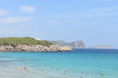 Fantastische kleuren van de zee én de lucht bij Cala Nova Ibiza. #playa #ibiza #eivissa