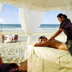 Angsana Bintan Indonesia - Enjoy the resort's spa facilities, massage services and facial treatments at the resort's private beach. Massage Room, Massage Therapy, Terrazas Chill Out, Spa Luxe, Bintan Island, Best Spa, Visualisation, Victoria, Spa Treatments