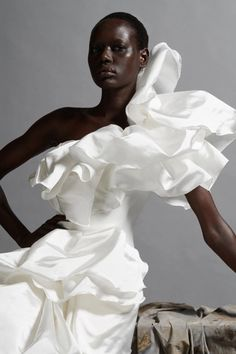 See all the looks from the show Fashion News, Fashion Show, Fashion Design, Fashion 2020, Wolfgang Joop, Dead Bride, Dolly Fashion, 90s Fashion, Fashion Outfits