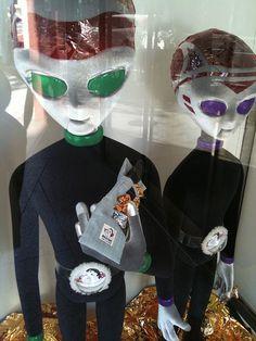 futon aliens