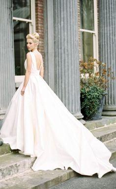 Wedding dress idea; Featured Photographer: Paula O'Hara Photography