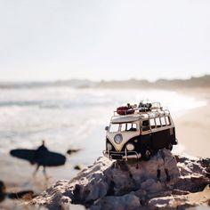 Kim Leuenberger : le rêve et l'évasion en miniature | BeCombi Tilt Shift Photography, Photography 2017, Volkswagen, Whimsical Photography, Combi Vw, Car Travel, Beauty Art, Diecast, T1 T2
