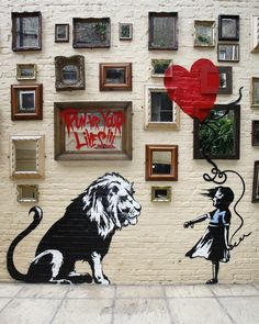 Banksy was caught on tape while painting this mural at a London pub. It features his signature red balloon #Art #streetart