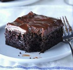 5 star Sue's Chocolate Zucchini Cake Recipe -Our family absolutely loves zucchini, especially when we grow it ourselves. We've found many ways to use it, including this spiced cake that's super moist and chocolaty good. Köstliche Desserts, Delicious Desserts, Dessert Recipes, Coctails Recipes, Baking Recipes, Coconut Dessert, Fudge Frosting, Chocolate Frosting, Frosting Recipes