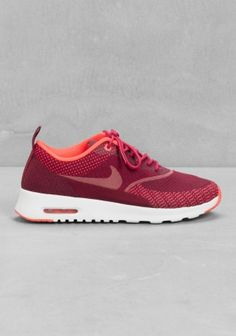 NIKE The Nike Air Max Thea Jaquard has a lightweight cushioning and a sleek, low-cut design for a diverse use, meant for those run around days.