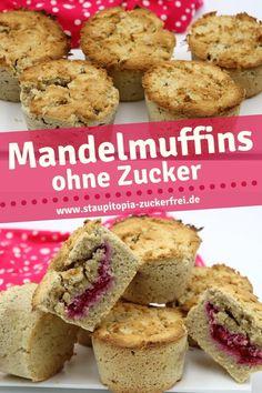 Diese Low Carb Muffins mit Mandelmehl sind mit einer super schnellen, selbstgemachten Low Carb Himbeermarmelade gefüllt und machen nicht nur beim Naschen, sondern auch beim Backen Spaß. Egal, ob du die Low Carb Muffins nur einfach mal so backen möchtest oder für einen bestimmten Anlass - es lohnt sich dieses Rezept auszuprobieren! #muffins #ohnezucker #backen