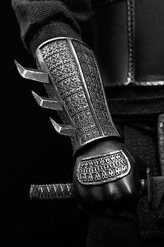 "toyhaven: Check out this POP Toys scale Shadow Ninja Figure Set - League of Shadows ""Henri Ducard"" Ninja Armor, Batman Armor, Ninja Weapons, Ninja Gear, Armas Ninja, Fantasy Armor, Fantasy Weapons, Armadura Ninja, Armor Clothing"