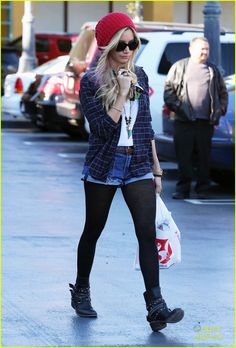 Ashley Tisdale: Rite Aid Stop Before Road Trip | ashley tisdale road trip 15 - Photo Gallery | Just Jared Jr.