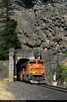 RailPictures.Net Photo: BNSF 9184 BNSF Railway EMD SD70ACe at Cooks, Washington by Indecline