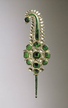 Turban Ornament, India, Mughal dominions, 17th century, Gold set with emeralds and diamonds, and enamelled, The al-Sabah Collection, Dar al-Athar al-Islamiyyah, Kuwait