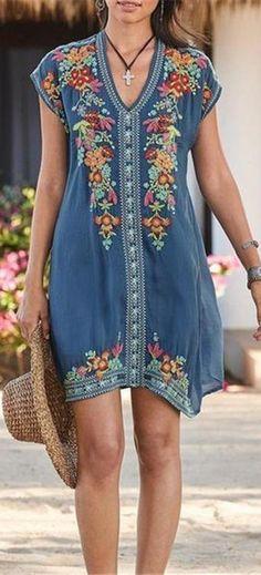 plus size fashion Plus Size Bohemian Embroidery V Neck Mini Dress Mode Hippie, Bohemian Mode, Bohemian Style, Mini Vestidos, Vestidos Vintage, Maxi Dress With Sleeves, Short Sleeve Dresses, Long Sleeve, Plus Size Bohemian