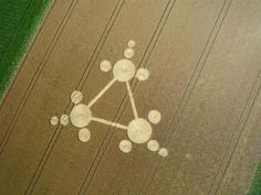 Standdaarbuiten Crop Circle *** Formed near Oudenbosch in The Netherlands. Crop Circles, Aliens And Ufos, Ancient Aliens, Ufo Reports, Nazca Lines, Laser Art, White Horses, Circle Design, Sacred Geometry