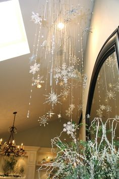 Christmas Decorating like a PRO - spaces - san diego - Robeson Design Christmas Snowflakes, Noel Christmas, Christmas Design, Winter Christmas, Christmas Stage, White Artificial Christmas Tree, Snowflake Decorations, Snowflake Ornaments, Best Decor