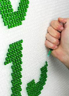 I totally did this for my uni project-Bubble wrap injected with paint! Wired Magazine Lettering (Lettering) by Lo Siento Studio, Barcelona (or by me) Fun Crafts, Diy And Crafts, Crafts For Kids, Arts And Crafts, Diy Projects To Try, Craft Projects, Unique Art Projects, Do It Yourself Baby, Do It Yourself Inspiration