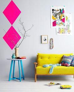 As cores deixam qualquer ambiente mais alegre não acham?! Se a intenção for entrar com o pé direito na tendência móveis e adesivos de parede podem ser as escolhas ideais. Mas se quiser começar aos poucos os detalhes (quadros almofadas mantas entre outros) são opções certeiras!  #home #design #inspiration #decor #decoration #homedecor #casa #decoracao #inspiracao #homedecoration #casanova #instahome #instadesign #homedesign #homestyle #details #detalhes #lardocelar #homesweethome #meuape…