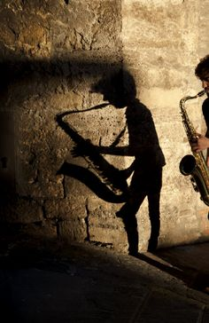 Steve McCurry. ITALY. Umbria. 2012. A musician performs on the street.