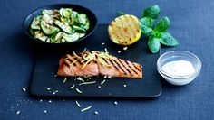 Grillet laks med squashsalat og mynteyoghurt Grill Pan, Yummy Treats, Seafood, Breakfast Recipes, Grilling, Brunch, Tasty, Snacks, Dinner