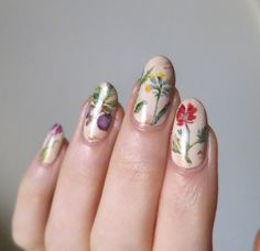 We love a good floral arrangement. #nailart #nailinspo