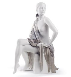 Lladro / 01008673  NUDE WITH SHAWL (RE-DECO)