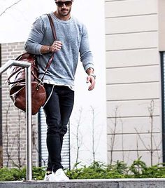 take your gym bag to work // watches // gym day // gym bag // urban men // mens fashion // casual style // sun glasses // city boys // city life // cool style //