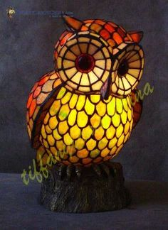 Owl lamp in Tiffany style Stained Glass Lamps, Stained Glass Projects, Fused Glass, Art Nouveau, Owl Home Decor, Owl Lamp, Arte Country, Beautiful Owl, Owl Crafts