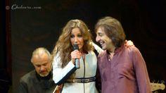 María Toledo abrazando por el hombro a Antonio Carmona