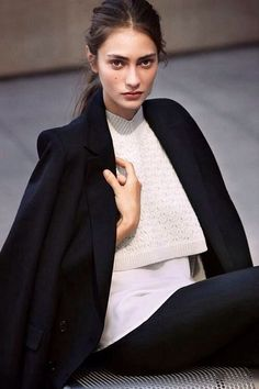 Layers: White Top under Cropped Knit under Black Coat Look Fashion, Fashion Beauty, Marine Deleeuw, Minimal Chic, Classy And Fabulous, Her Style, Style Hair, Simple Style, Latest Fashion Trends