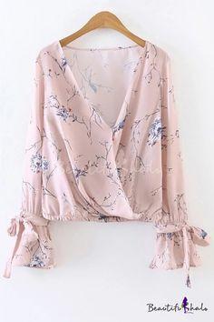 Shop Pink Floral Print V Neck Wrap Blouse With Bow online. SheIn offers Pink Floral Print V Neck Wrap Blouse With Bow & more to fit your fashionable needs. Fashion Mode, Hijab Fashion, Fashion Outfits, Street Fashion, Men's Casual Fashion Tips, Casual Outfits, Blouse Styles, Blouse Designs, Pretty Outfits