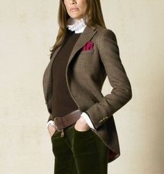 Alyssa, Love the green pants, warm chocolate brown top, classic English riding jacket – look at those tails!, pop of color kerchief! Blazer Outfits, Fall Outfits, Cute Outfits, Fashion Outfits, Womens Fashion, Ralph Lauren Style, Ralph Lauren Jackets, Ralph Lauren Blazer, Ralph Lauren Black Label