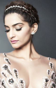Sonam Kapoor, how can you manage to look so hot? Hindi Actress, Tamil Actress Photos, Bollywood Actress, Bollywood Photos, Indian Bollywood, Bollywood Fashion, Indian Celebrities, Bollywood Celebrities, Celebrities Fashion