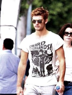 ALEX PETTYFER IS WEARING AN EDWARD SCISSORHANDS SHIRT ARE YOU KIDDING ME <3