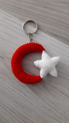 Baby Knitting Patterns, Amigurumi Patterns, Crochet Keychain Pattern, Crafts For Kids, Diy Crafts, Crochet Slippers, Stars And Moon, Origami, Crochet Earrings